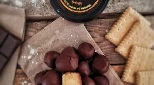Čokoladne okruglice sa punjenjem od kikiriki maslaca
