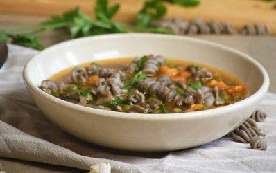 Maneštra sa batatom i tjesteninom sa chia sjemenkama