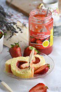 rolada s džemom od jagoda